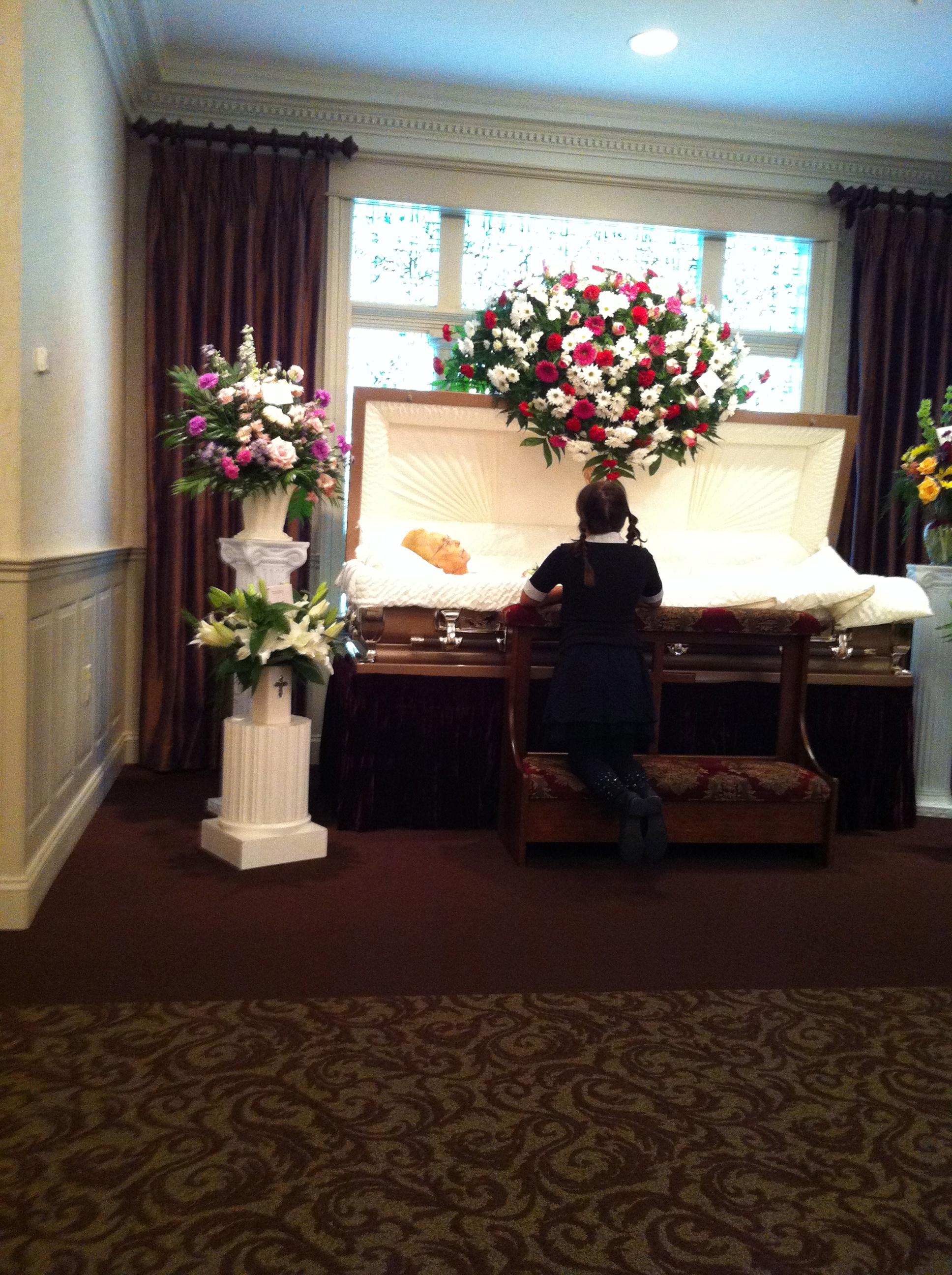 Photography a child says adieu nanas funeral 2013 angel ackerman my daughter saying farewell izmirmasajfo